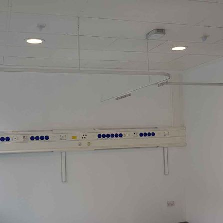 Hospital cubicle curtain rail fit with ceding support